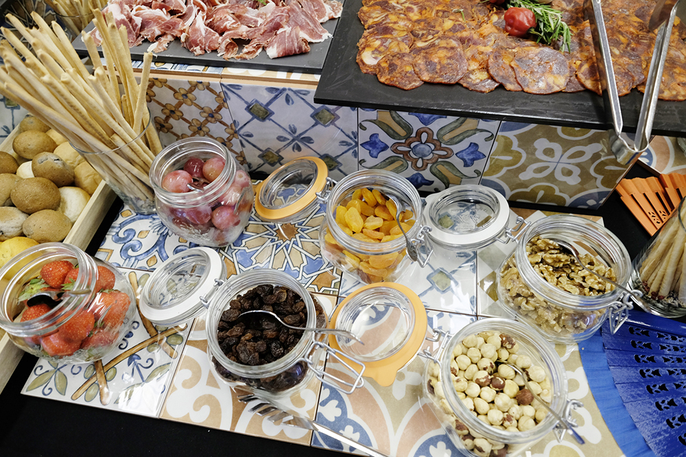 momentumbarcelona16-spanish-fiesta-azulejos-abanicos-palau-congressos-catalunya-foodandvent-happening-design