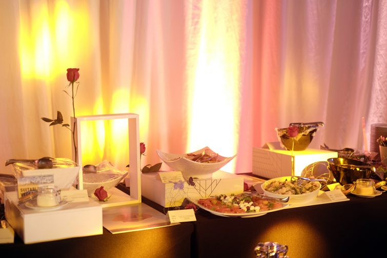momentumbarcelona16-closing-party-dali-painting-roses-design-foodandevent
